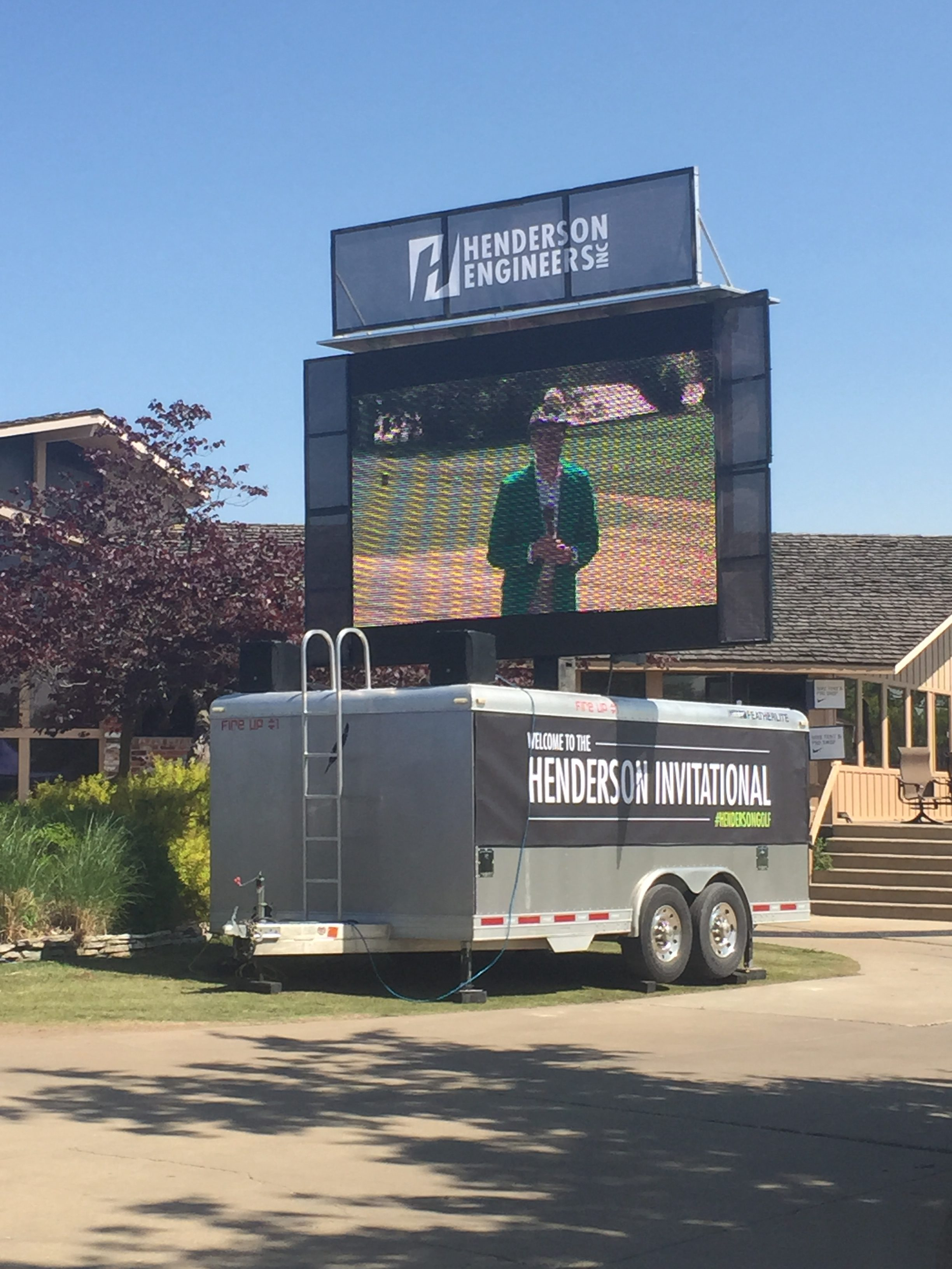 mobile led jumbotron big screen tv rental for outdoor golf tournament